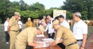 Walikota Bekasi Rahmat Effendi menandatangani sejumlah MoU dengan perusahaan swasta, diantaranya beberapa perusahaan Beton Siap Pakai, belum lama ini.