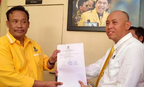 Ketua DPC PPP Kabupaten Bekasi Anwar Musyadad daftar Calon Wakil Bupati Bekasi. FOTO: Istimewa/ Fakta Bekasi.