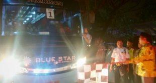 Pelepasan Jemaah Haji Kloter 12 Kabupaten Bekasi di Gedung Wibawa Mukti, komplek perkantoran Pemkab Bekasi, Senin (8/7) malam. FOTO: Istimewa/ Fakta Bekasi.