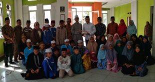 Dirut BBWM Prananto serahkan bantuan CSR kepada LASKA Darul Ihsan, Kamis (11/7). FOTO: Istimewa/ Fakta Bekasi.
