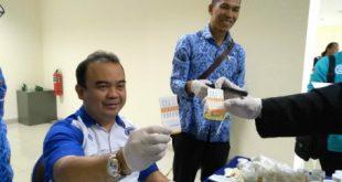 Test Urine BNK Kabupaten Bekasi terhadap 70 pejabat Pemkab Bekasi di Gedung Diskominfo Santik. FOTO: Istimewa/ Fakta Bekasi.