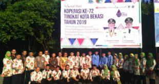 Wakil Walikota Bekasi Dr Tri Adhianto foto bersama dengan penggerak perkoperasian Kota Bekasi. FOTO: Istimewa/ Fakta Bekasi.