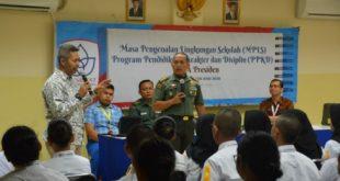 Danrem 051/Wijayakarta Kolonel Inf Susilo, memberikan wawasan kebangsaan kepada para siswa dan siswi baru SMA Presiden di aula Sekolah SMA Presiden, Kamis (18/7). FOTO: Istimewa/ Penrem 051 Wijayakarta.