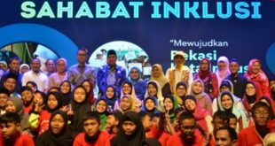 Wakil Wali Kota Bekasi Tri Adhianto Tjahyono hadiri Peringatan Hari Anak pada Minggu, (28/7) di Londen School Of Public Relations, Kota Bekasi. FOTO: Istimewa/ Fakta Bekasi.