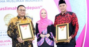 Wakil Walikota Bekasi, Tri Adhianto Tjahyono terima penghargaan Top Eksekutif Muslim Bidang Pemerintahan IPEMI. FOTO: Istimewa/ Humas Kota Bekasi.