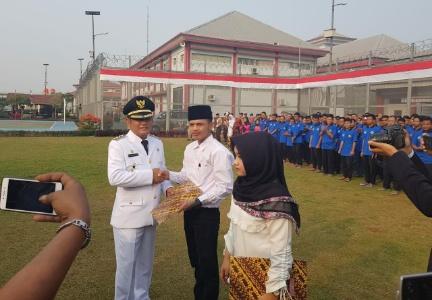 Penyerahan SK Remisi Umum 17 Agustus 2019 dilakukan oleh Bupati Bekasi kepada perwakilan warga binaan pemasyarakatan Lapas Cikarang. FOTO: Istimewa/ Fakta Bekasi.