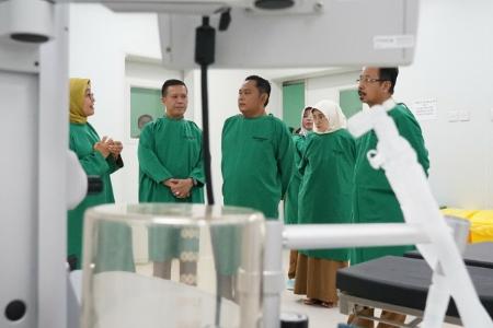 Bupati Bekasi Eka Supria Atmaja tinjau pelayanan di RDUD Kabupaten Bekasi. FOTO: Istimewa/ Humas Pemkab Bekasi.