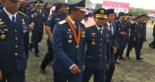 Gubernur Jawa Barat Ridwan Kamil menghadiri peringatan Hari Perhubungan Nasional 2019 dilapangan Plaza Pemkab Bekasi. FOTO: Istimewa/ Fakta Bekasi.