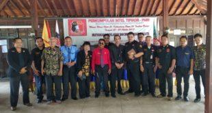 Foto bersama para pengurus Intel Tipikor-PHRI usai gelar Musyawarah, Deklarasi dan Diklat Dasar Anggota yang di Ruko Warna Warni Resto Cafe Kecamatan Tambun Selatan, Kabupaten Bekasi. FOTO: Istimewa/ Fakta Bekasi.