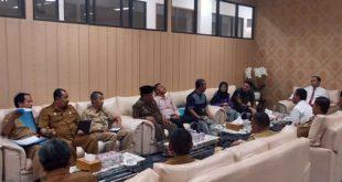 Ketua DPRD Kabupaten Bekasi, Aria Dwi Nugraha memanggil DPRKPP, Dinas Pendidikan dan Komisi IV, serta Ahli Waris. FOTO: Istimewa/ Fakta Bekasi.